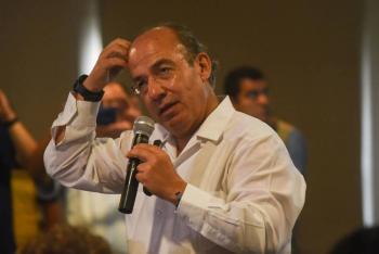 """Denuncian a Felipe Calderón ante FGR por """"traición a la patria"""" y """"financiamiento al terrorismo"""""""