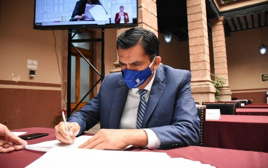Destituyen al diputado Javier Estrada Cárdenas: puedo gastar el dinero público hasta en pu...