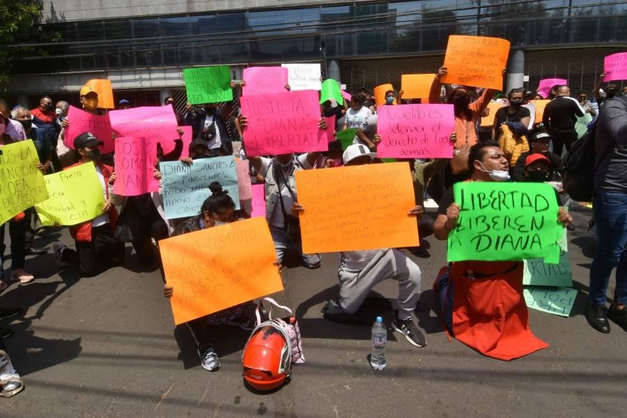 Ante la CDH CDMX, activistas protestan tras la detención de Diana Sánchez Barrios