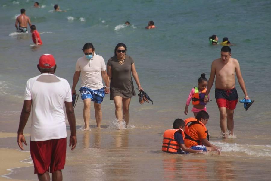 VIDEO: Una chancla desata 'zafarrancho' en playas de Acapulco