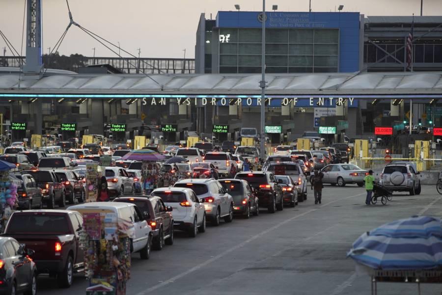 México restringe tránsito terrestre en sus fronteras