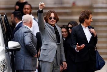 Abogados de Johnny Depp argumentan que fallo por difamación es