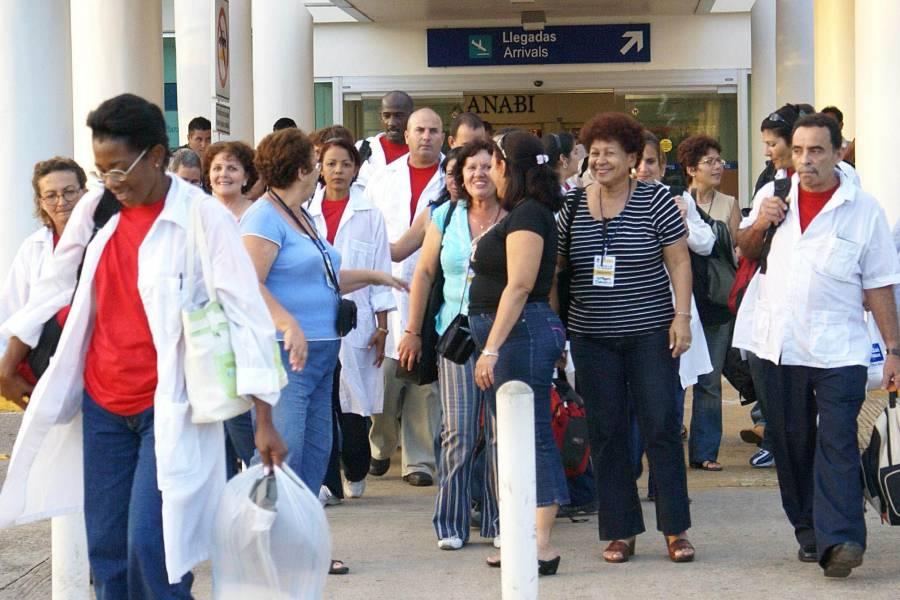 Rumbo a Catar y contra el Covid-19, viajan 156 médicos cubanos