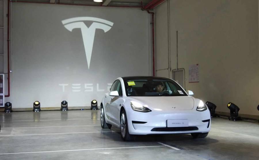 China prohíbe el uso de vehículos Tesla