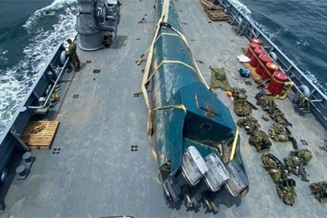 Decomisan autoridades colombianas submarino que transportaba 404 kilos de cocaína a costas mexicanas