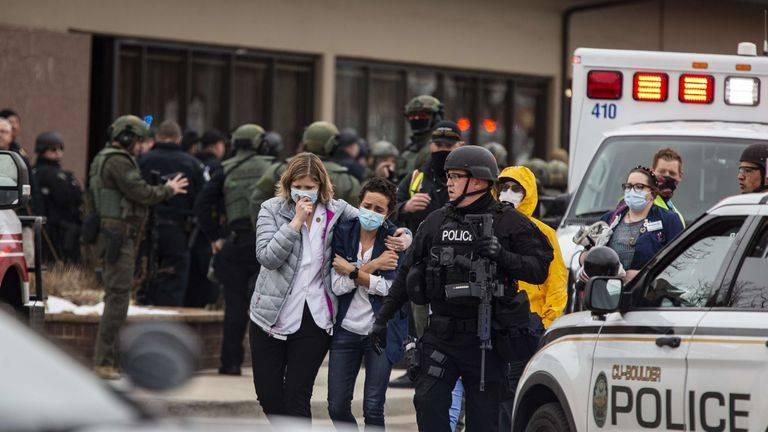 Tiroteo en Colorado ocasiona 10 muertos, incluido un oficial de policía