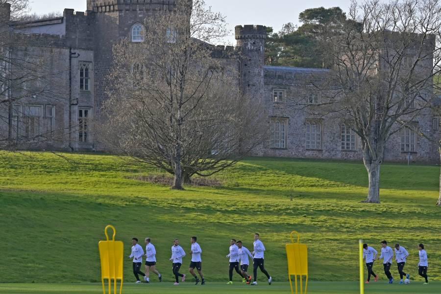 Instalado en Gales, el Tri inicia su concentración