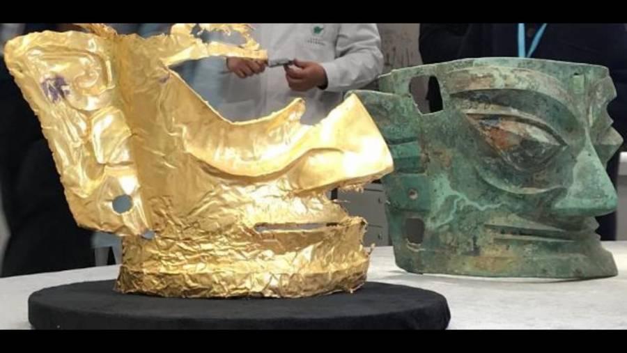 En China, arqueólogos descubren una máscara de oro de 3 mil años de antiguedad