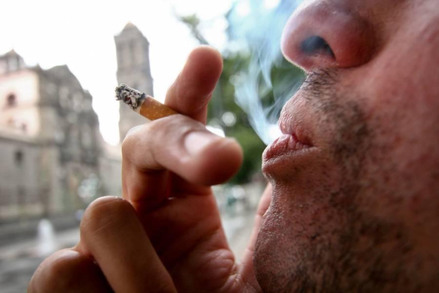 No podrás fumar en tu automóvil, Morena propone 14 mil pesos en multas