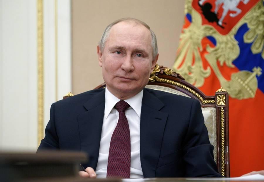 Vladimir Putin se vacuna contra COVID-19 en privado y con dosis 'secreta'
