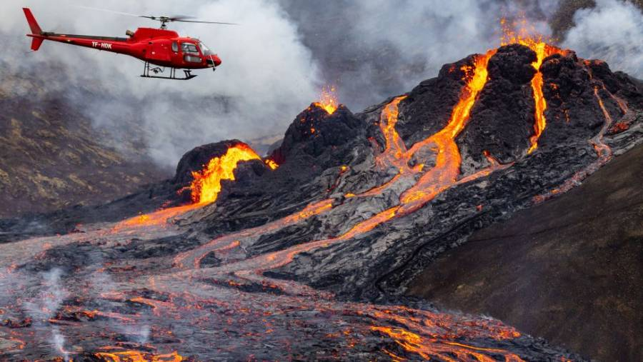 Nuevo atractivo turístico en Islandia: volcán en erupción
