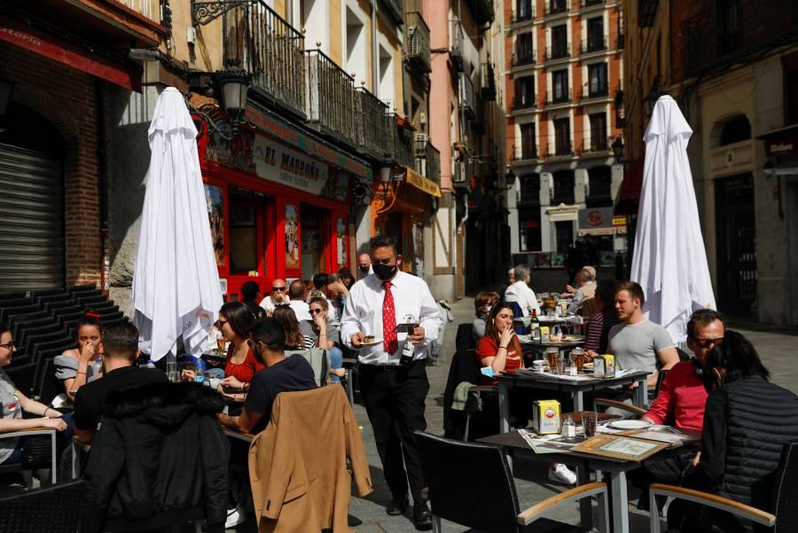 España descarta endurecer restricciones por COVID-19 en Semana Santa
