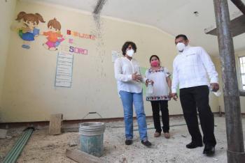 Supervisa titular de la SEP preparativos para retorno a clases en Campeche