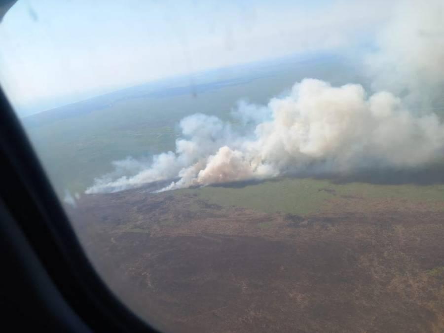 """Realizan vuelo de inspección en la Reserva de la Biosfera """"La Encrucijada"""" para combatir incendio"""