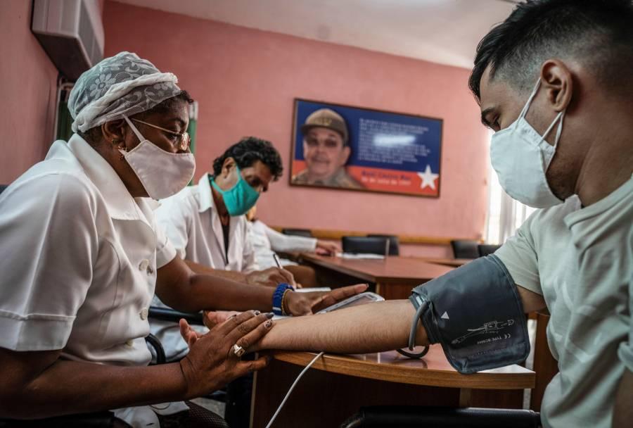 Cuba prueba Soberana 2 en personal sanitario