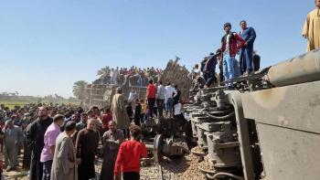 Al menos 32 muertos tras choque de dos trenes en Egipto