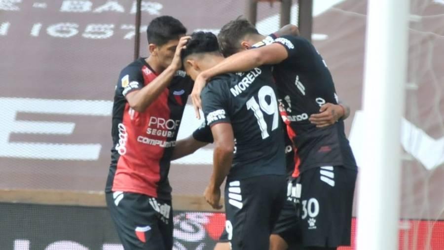 Colón vence a Platense y sigue líder en liga argentina
