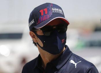 Checo Pérez arrancará en el puesto 11 en GP de Bahréin tras penalización