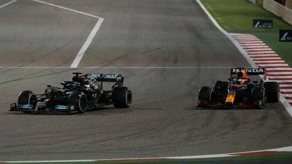 Hamilton supera a Verstappen en Gran Premio de F1 de Baréin
