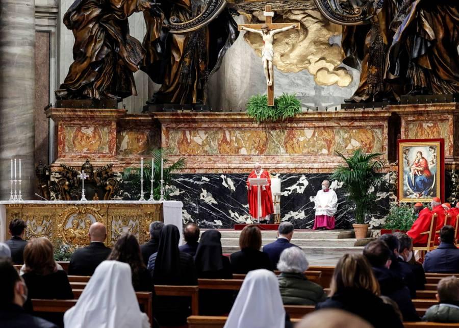Vaticano sanciona a arzobispo polaco por encubrimiento de abusos