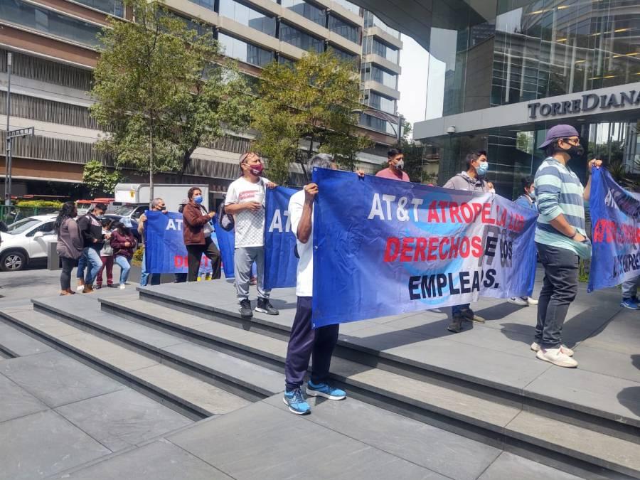 Trabajadores de AT&T Comunicaciones se manifiestan para denunciar maltrato laboral