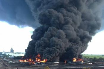 Incendio en refinería de Indonesia deja varios heridos y casi mil evacuados