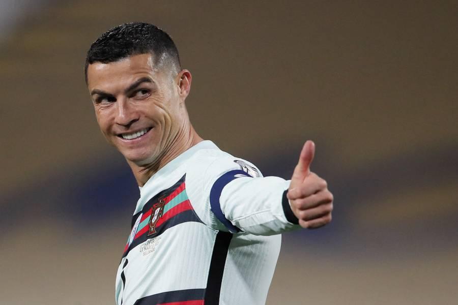 Subasta benéfica del brazalete lanzado por Cristiano Ronaldo en Belgrado