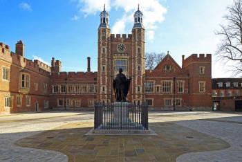 Miles de estudiantes relatan en el Reino Unido agresiones sexuales en escuelas
