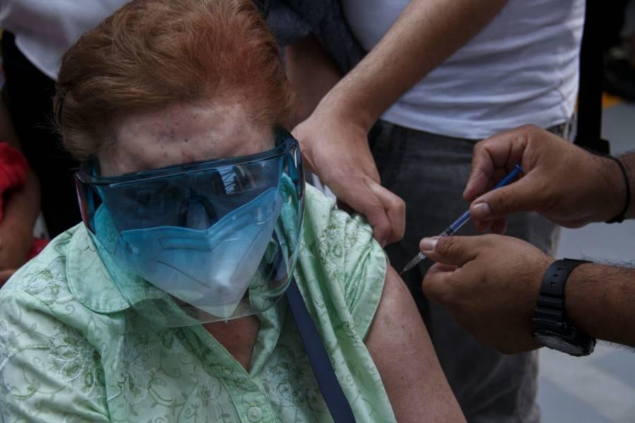 Inicia vacunación contra Covid-19 en 3 alcaldías