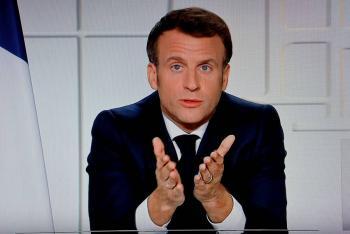 Macron admite