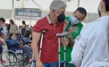 """""""Tuca"""" Ferretti recibe primera dosis de vacuna contra el COVID-19"""