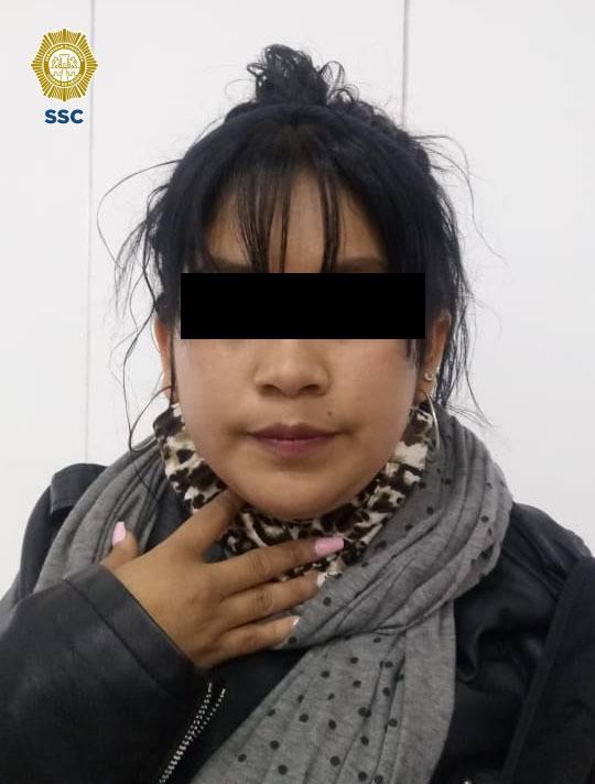 Detienen a dos mujeres por probables robos a usuarios del metro de la CDMX