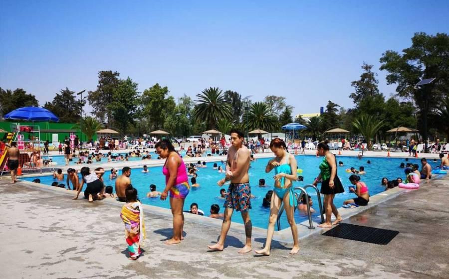 Habitantes de la CDMX se dan cita en balnearios públicos