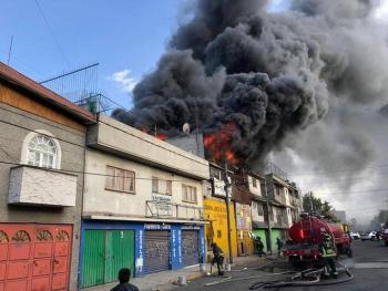 Se registra incendio en la colonia Renovación en Iztapalapa. Bomberos trabajan en la zona