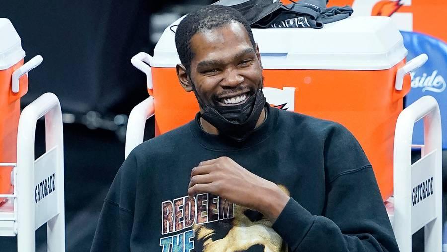 Kevin Durant fue multado por la NBA tras hacer insultos homófobos.
