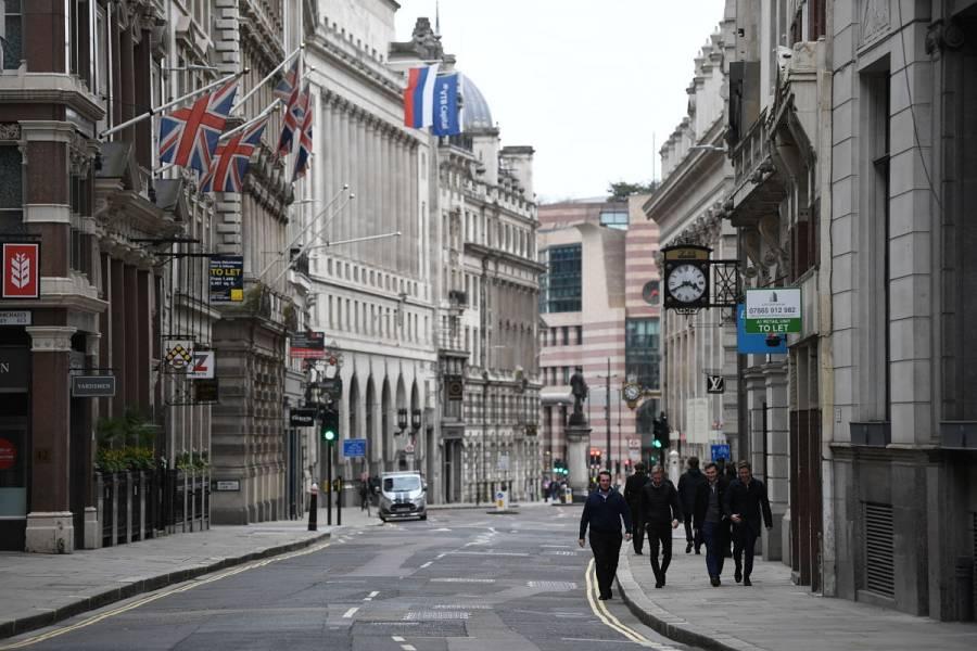 Inglaterra cierra sus fronteras a cuatro nuevos países por COVID-19