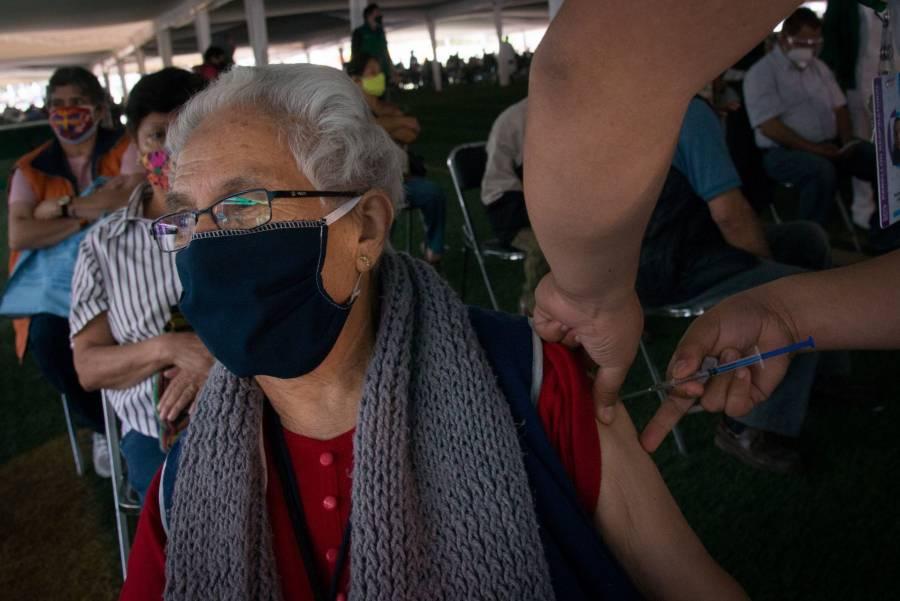 Más de un millón de adultos mayores vacunados contra Covid en CDMX