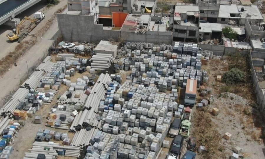 """En Ecatepec descubren una """"fábrica de huachicol""""; tenía su propia toma"""