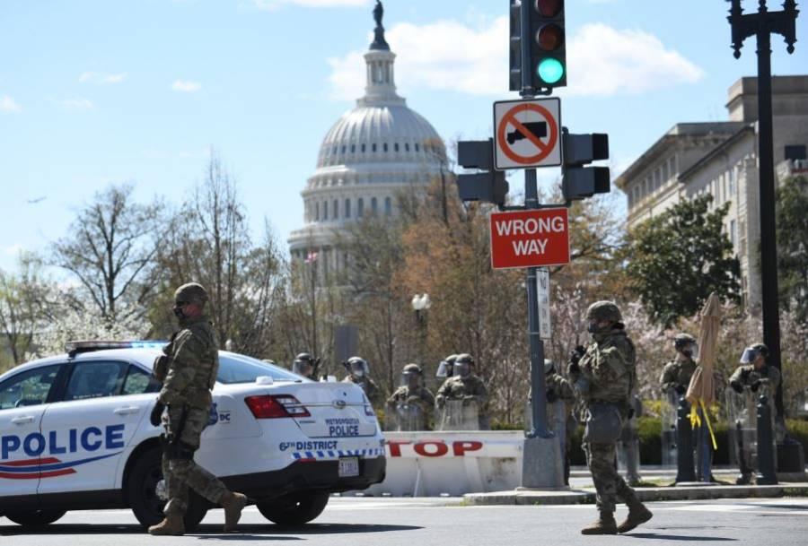 Cierran el Capitolio de EEUU tras ataque con un vehículo a dos policías