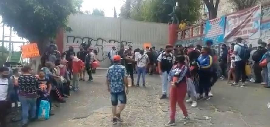 Tras clausura de balneario en Iztapalapa, inconformes cierran la Calzada Ignacio Zaragoza