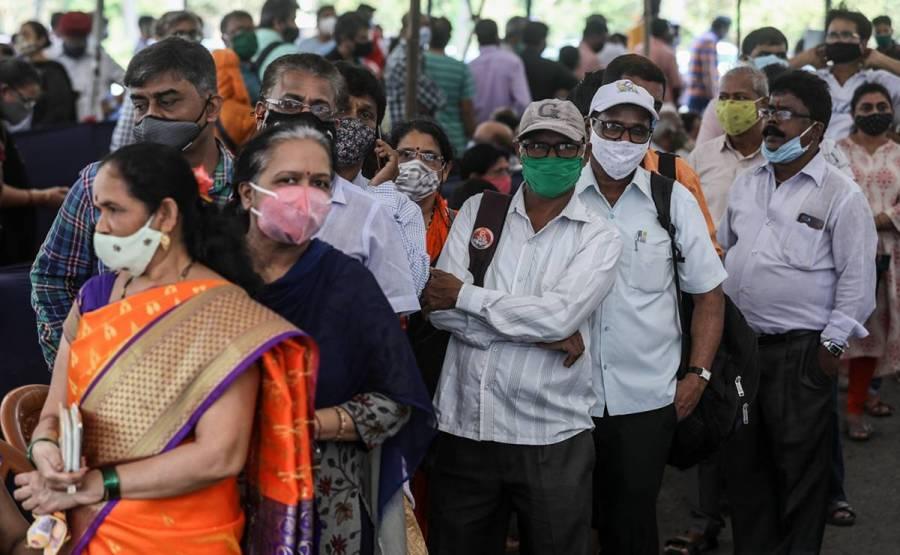 Supera India la barrera de los 100 mil contagios diarios de Covid