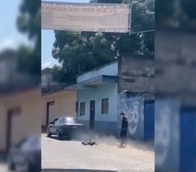 Sujeto en estado de ebriedad atropella a su amigo y a un policía en Guatemala