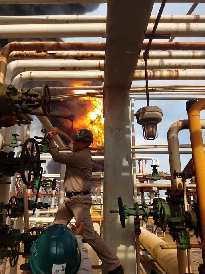 Siete lesionados leves, saldo de incendio en refinería Lázaro Cárdenas: Pemex