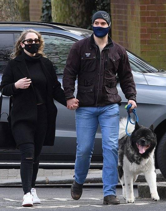 Henry Cavill es captado con novia, ¿Será que encontró a su Luisa?