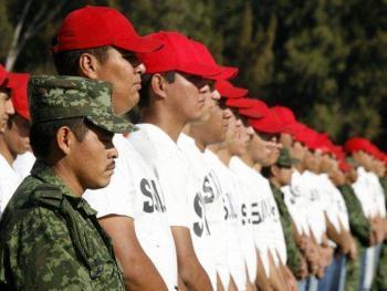 Diputados aprueban eliminar cartilla militar como requisito para salir del país