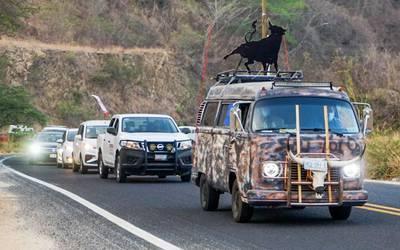 Salgado y simpatizantes parten en caravana de Acapulco a CDMX