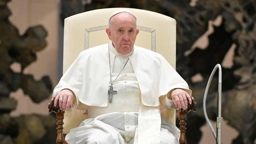 Papa Francisco ofrece condolencias a la Reina Isabel II tras muerte de príncipe Felipe