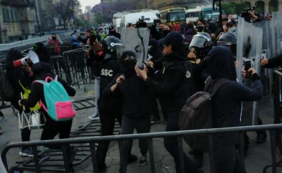 Gobierno de CDMX informa sobre el enfrentamiento entre comerciantes y feministas