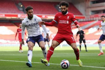 Liverpool se impone al Aston Villa con gol de último minuto