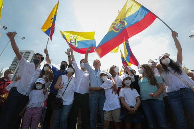 Lasso lidera la votación por la presidencia en Ecuador